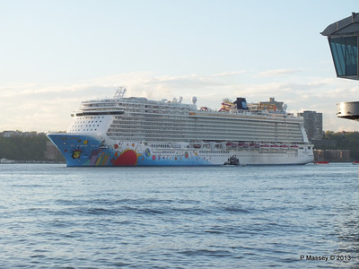 NORWEGIAN BREAKAWAY Departs Manhattan PDM 08-05-2013 19-26-07