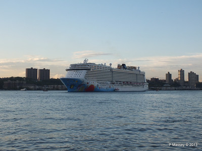 NORWEGIAN BREAKAWAY Departs Manhattan PDM 08-05-2013 19-29-58