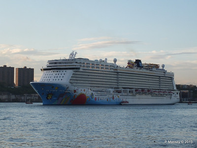 NORWEGIAN BREAKAWAY Departs Manhattan PDM 08-05-2013 19-29-13