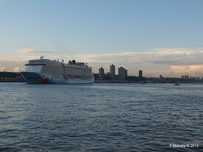 NORWEGIAN BREAKAWAY Departs Manhattan PDM 08-05-2013 19-31-34