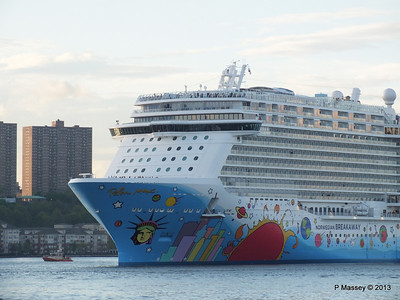 NORWEGIAN BREAKAWAY Departs Manhattan PDM 08-05-2013 19-29-04