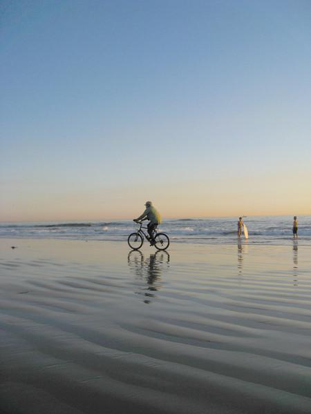 201 TienYeo Hsu - Biker on the beach