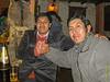 Mario Cusihuamán (gerente del hotel) y Cesar Espejo (serígrafo independiente), dos buenosamigos míos y desde hace un par de años también buenos amigos entre ellos.<br /> Hasta hace unos cinco años, ambos no se conocían tan bueno, pero durante los salidas de despedida que organizaba antes de regresar a Bélgicaseconocieron mejor.<br /> <br /> Sus ojos se ven diferente durante el día, pero la cervezapero sobre todo las muchas horas que trabajan hace que a las diez de la noche están cansados.<br /> <br /> La Carreta - C/. Heladeros - Cusco - Perú<br /> Lunes, 13 de agosto '12