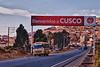 ¡Yes! Por fin.<br /> Luego de un viaje de 1.100 kilómetros llegamos a mi segundo hogar: Cusco. <br /> Hace menos de una hora nos detuvimos brevemente en el pueblito Compone para comprar un pedazo de queso hecho de manera artesanal y echar unos galones de gasolina al tanque.<br /> <br /> Hace más de veinte años que paso aquí un par de semanas al año entre amigos de hace mucho tiempo.<br /> Los lugares turísticos no son mis lugares de predilección, pero para matar el tiempo de vez en cuando visito unos de estoslugares menos conocidos o voy a un restaurante recomendado en blogs gastronómicos.<br /> <br /> Cusco es el Brujas de América del Sur, por lo que es muy turístico pero como en Brujas se puede quedarse en la ciudad sin tener en cuenta las molestias del turismo, solo hay que alejarse un poco de la plaza de armas o de las calles Plateros & Procuradores. <br /> Al igual que Brujas también tiene dos equipos de fútbol en Primera División. <br /> <br /> Cusco está ubicado a una altitud de 3.400 metros sobre el nivel del mar y es el lugar ideal para un atleta como mi hijo Yngwie, especialmente ahora que desde hace algunos años tiene una pista de atletismo de tartán en la municipalidad de Wanchaqy otra más en el colegio Garcilaso, si no me equivoco el más grande colegio de todo Cusco. <br /> <br /> Ruta 26A - Cusco - Perú<br /> Lunes, 13 de agosto '12