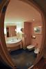 Aquí está el cuarto de baño de nuestra casa por una noche.<br /> Hay por supuesto una ducha, pero no es visible en la foto.<br /> <br /> Sheraton - Aeropuerto de Zaventem - Bruselas - Bélgica