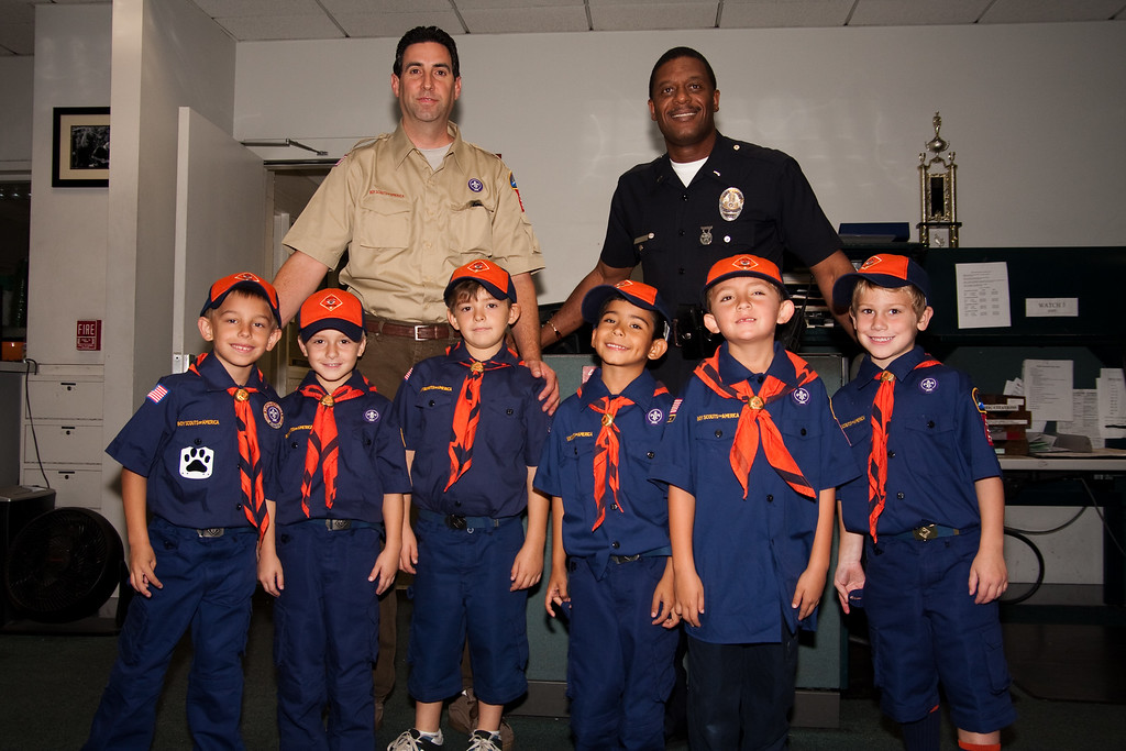 2009.11.22 Cub Scouts police visit 009