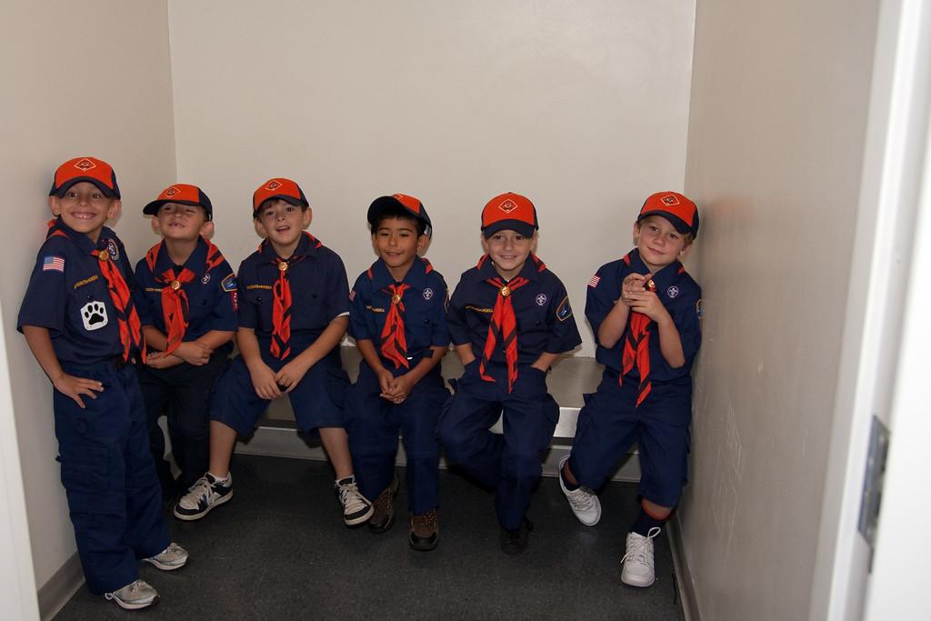 2009.11.22 Cub Scouts police visit 006