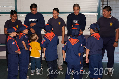 2009.11.22 Cub Scouts police visit 012