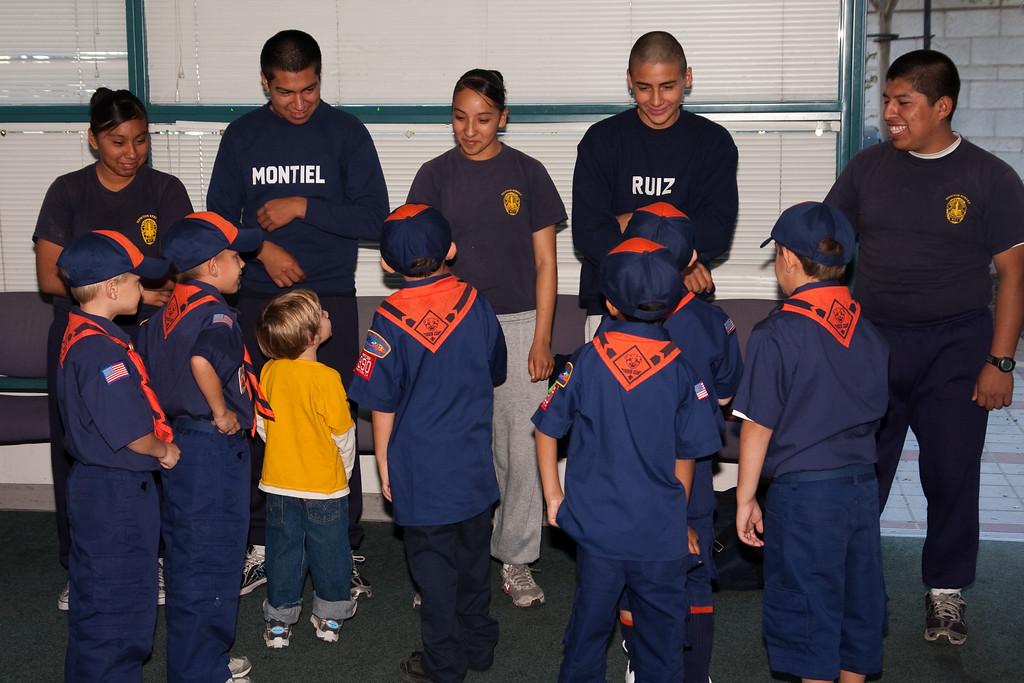 2009.11.22 Cub Scouts police visit 012