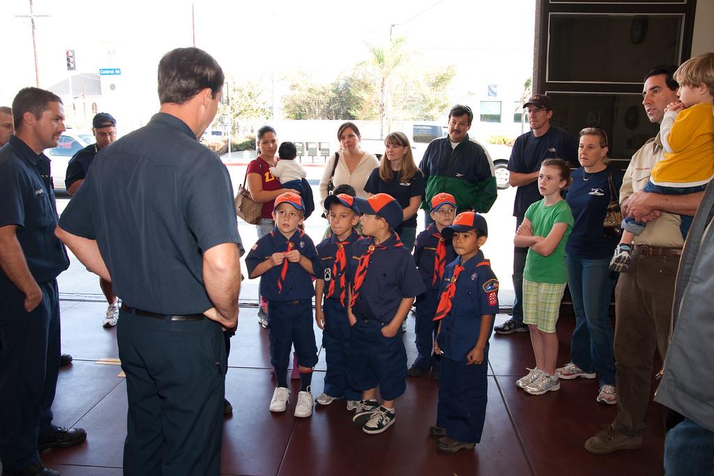 2009.11.22 Cub Scouts police visit 019