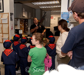2009.11.22 Cub Scouts police visit 010