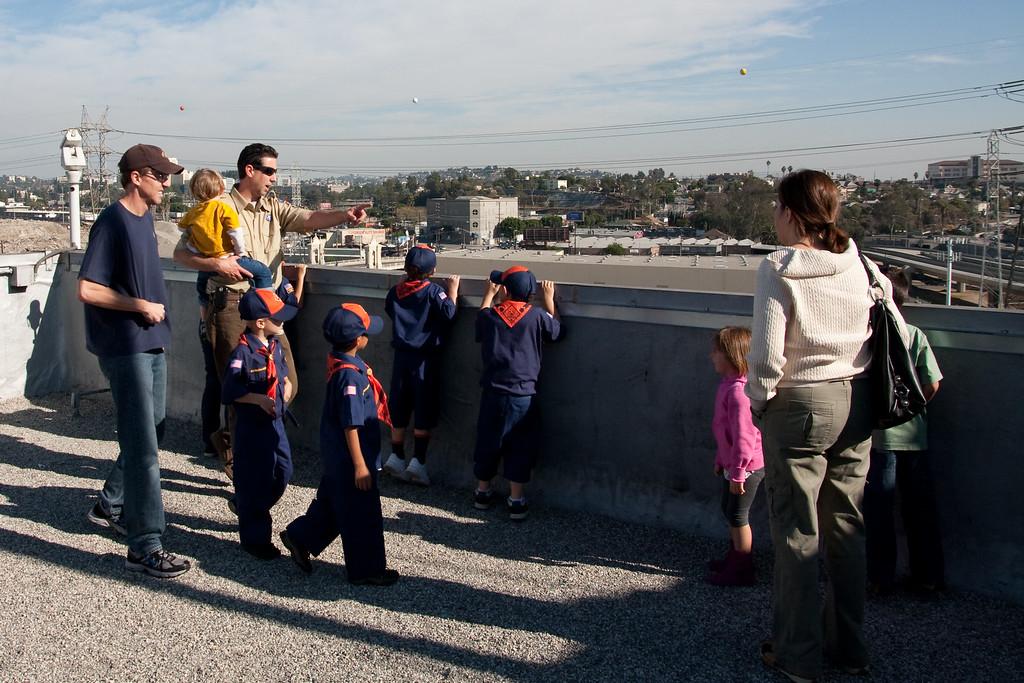 2009.11.22 Cub Scouts police visit 036
