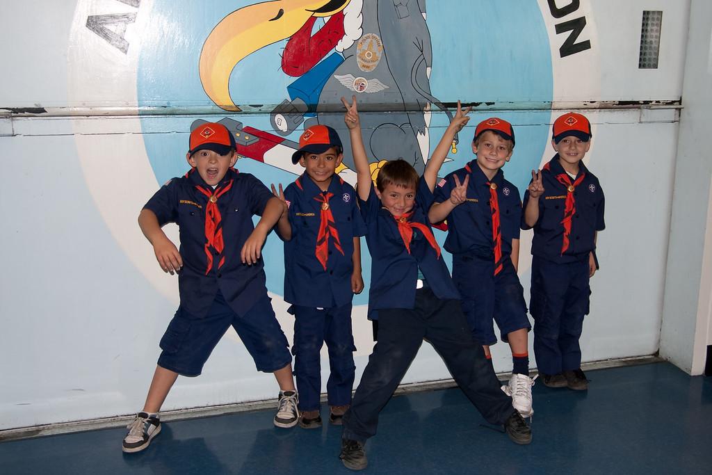 2009.11.22 Cub Scouts police visit 061