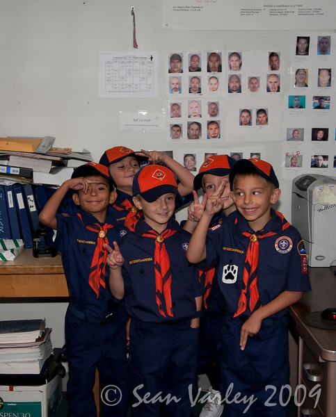 2009.11.22 Cub Scouts police visit 001