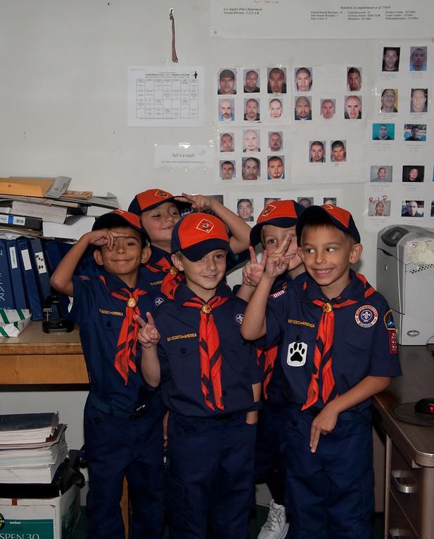 2009.11.22 Cub Scouts police visit 001