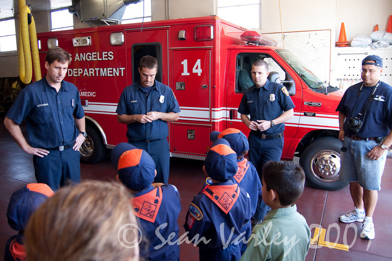 2009.11.22 Cub Scouts police visit 021
