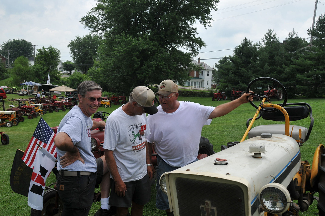 Denny Clayton, Gary Dodson and Boss Hog checking out Boss's new acquisition.