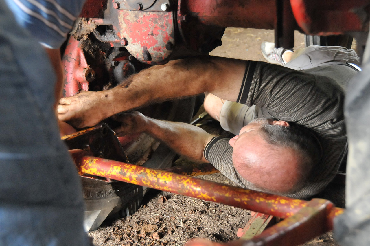 Rick Spivey installing pan on left final drive
