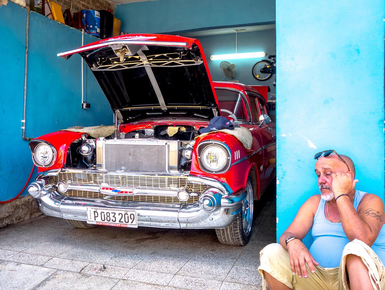IMAGE: https://photos.smugmug.com/Cuba-2011-/Life/i-26zDJ4v/0/0f1ed139/X2/DSC03365-X2.jpg