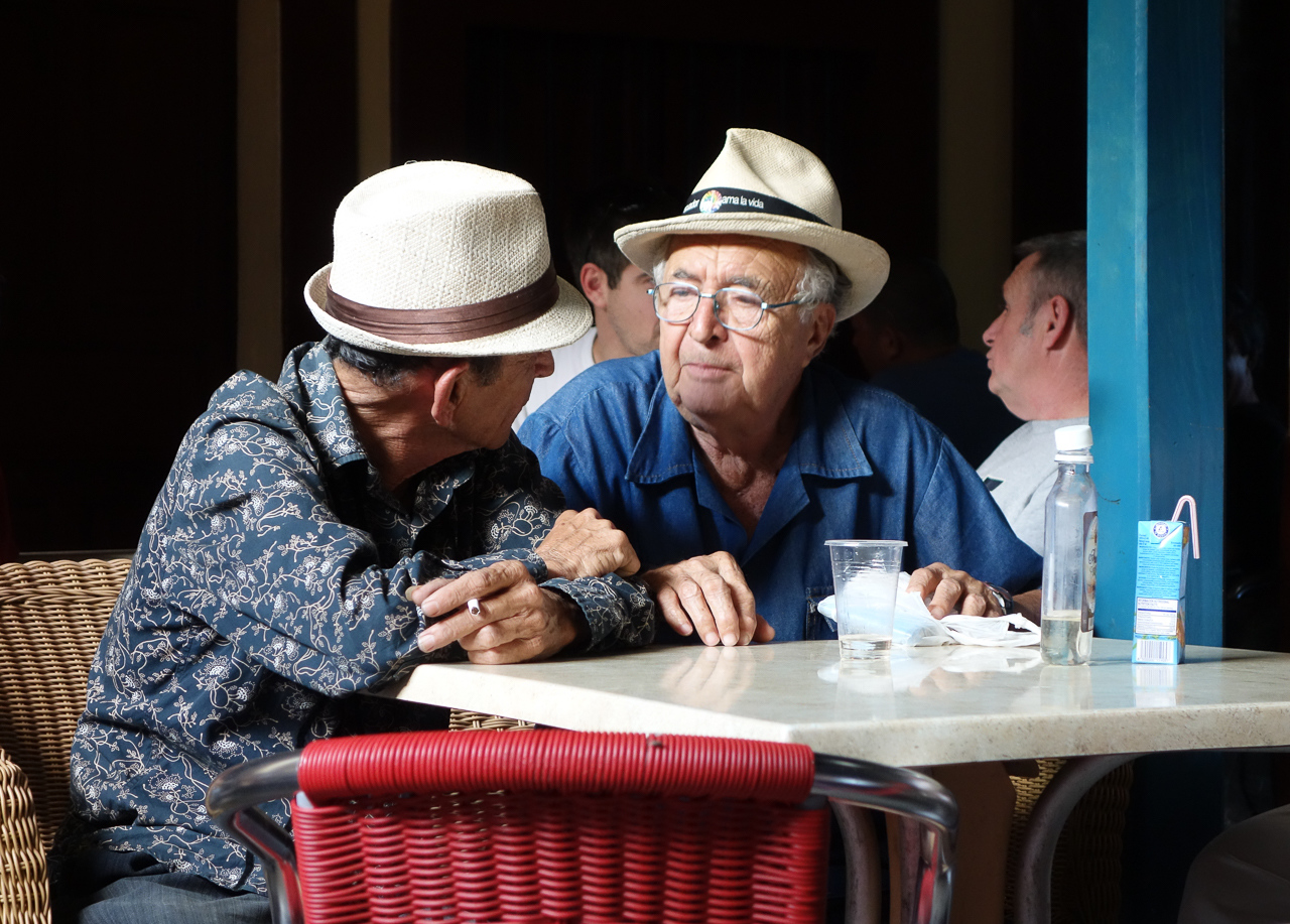 IMAGE: https://photos.smugmug.com/Cuba-2011-/Life/i-ZsSfbM4/0/14e8edb8/X2/2078-X2.jpg