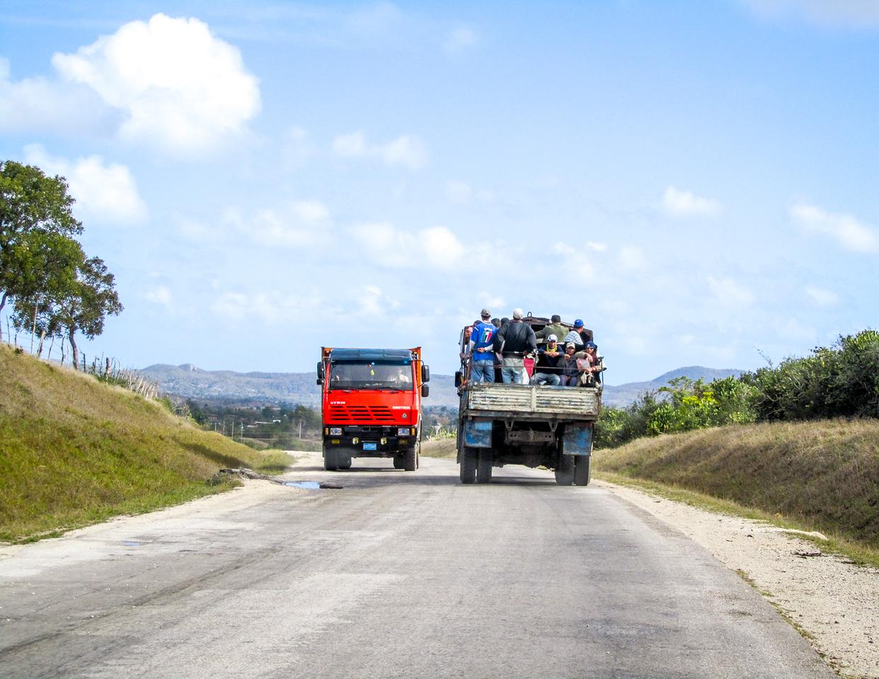 IMAGE: https://photos.smugmug.com/Cuba-2011-/On-the-road/i-MvTXQnR/0/1e209fe9/X2/IMG_1303-X2.jpg