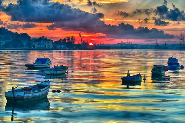 Sunrise in Havan HarbourHDR