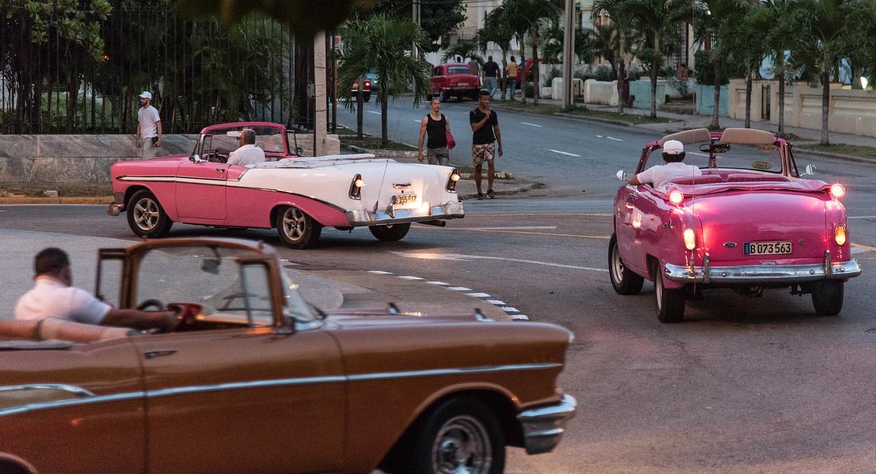 Fancy cars on Avewnue de los presidents