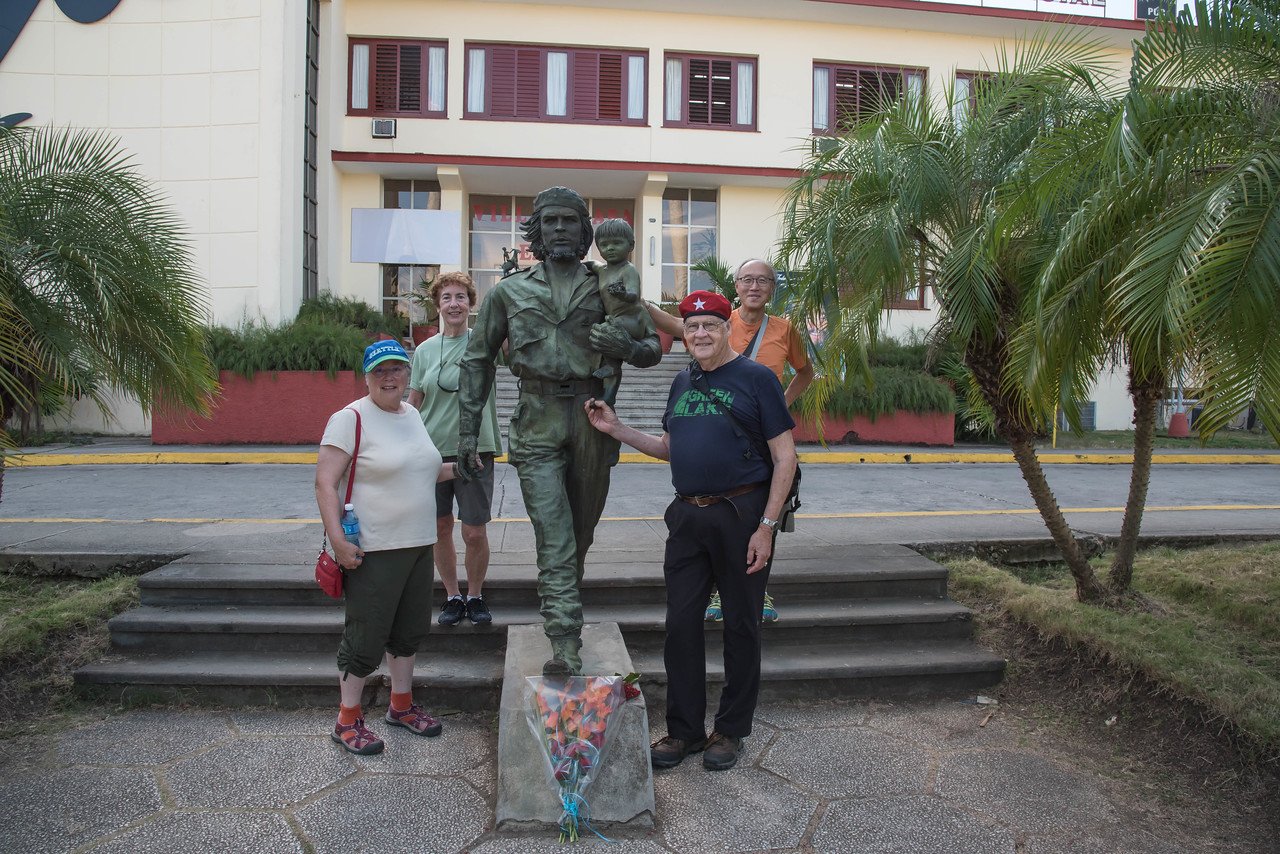 Susan, Garet, Ray and Chris posing with Che,