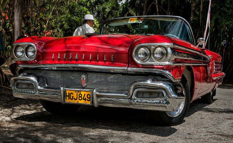 Classic U.S. cars from the 1950's and before are so common throughout Cuba that I didn't bother to photograph them.  However.  I couldn't pass up this 1958 Oldsmobile 2-door convertible.