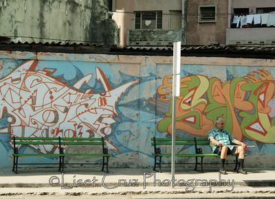 esperando con grafitti