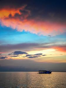 Barco y Nubes