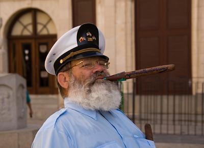 Hemmingway actor, Plaza dela Catedral, Havana