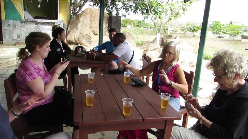 Another late afternoon sto at a thatch-roof outdoor bar near the lake. Five small beers for less than 1 CUC ($1)