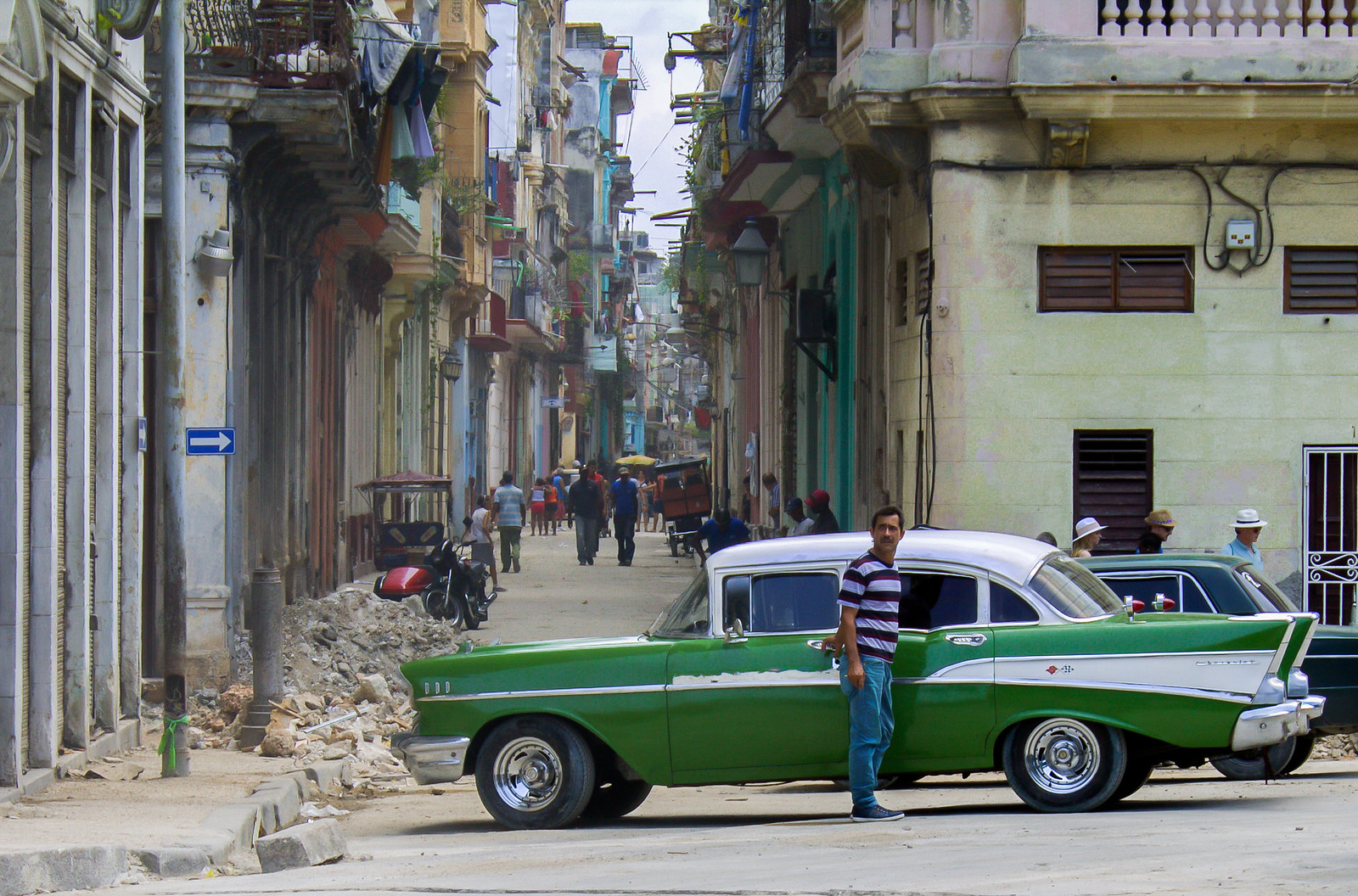 Things to do in Cuba - ride a 1950s convertible