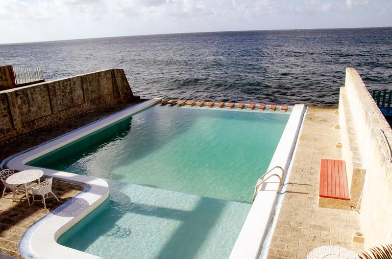 swimmingpoolhavana.jpg