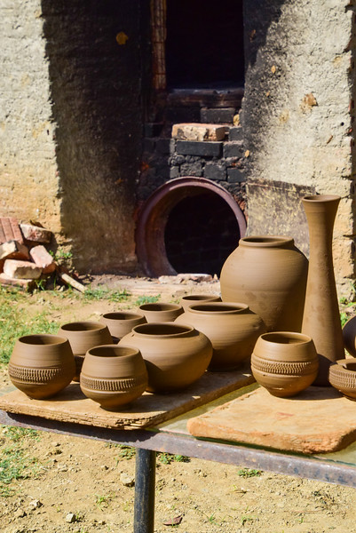 The backyard kiln of potter Azariel Santander.