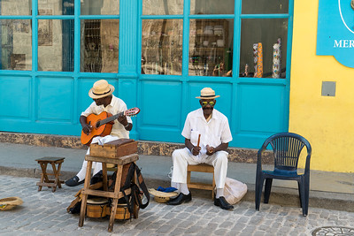 two cuban musicians in the Plaza Vieja