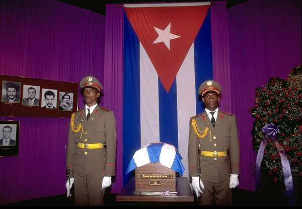 Cuban security guards stand by Che's Bones in a coffin. When Che Guevara's bones were found in Argentina, Cuban President, Fidel Castro, arranged for their burial in Havana, Cuba, October 1997.
