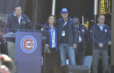 Cubs owner Tom Ricketts welcomes the crowd.