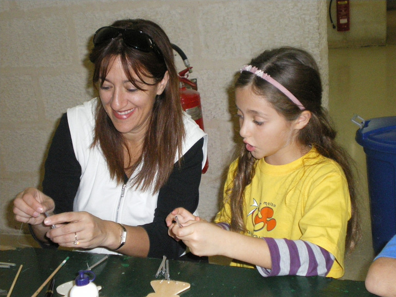 A Brownie making her crafts with her mummy ;)..