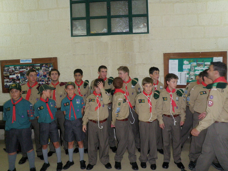 The members of kandersteg preparing for a group pic