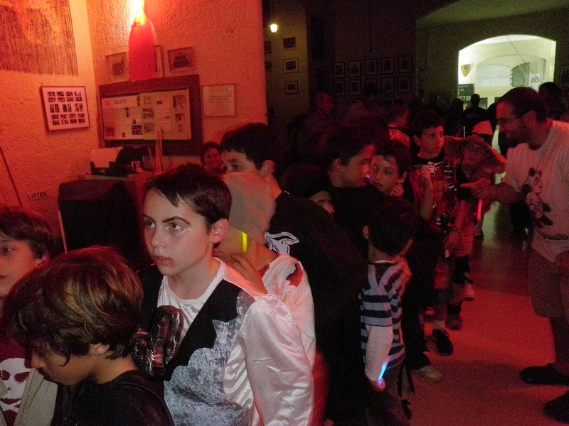 in the queue for some halloween cake :P