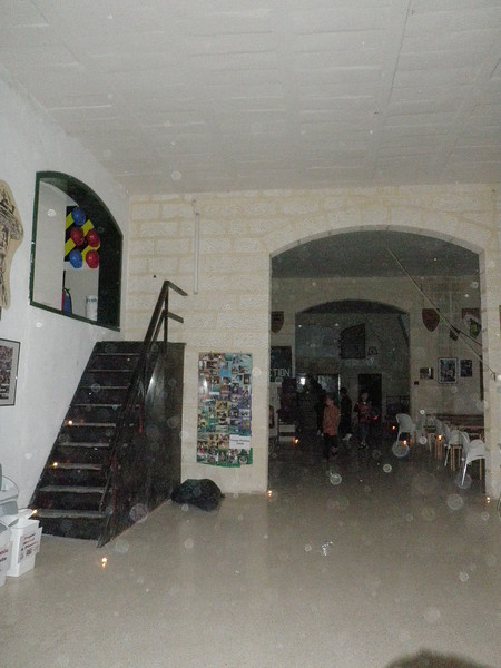 hhmmmm look at all the orbs in the picture...:S:S