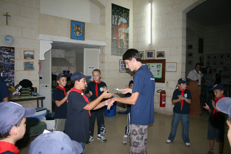 Tabaqui handing out Julian's Pet Care Badge