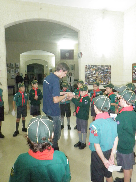 Cubs all excited to receive their very own BUBBLEMAKER DIVING BADGE!
