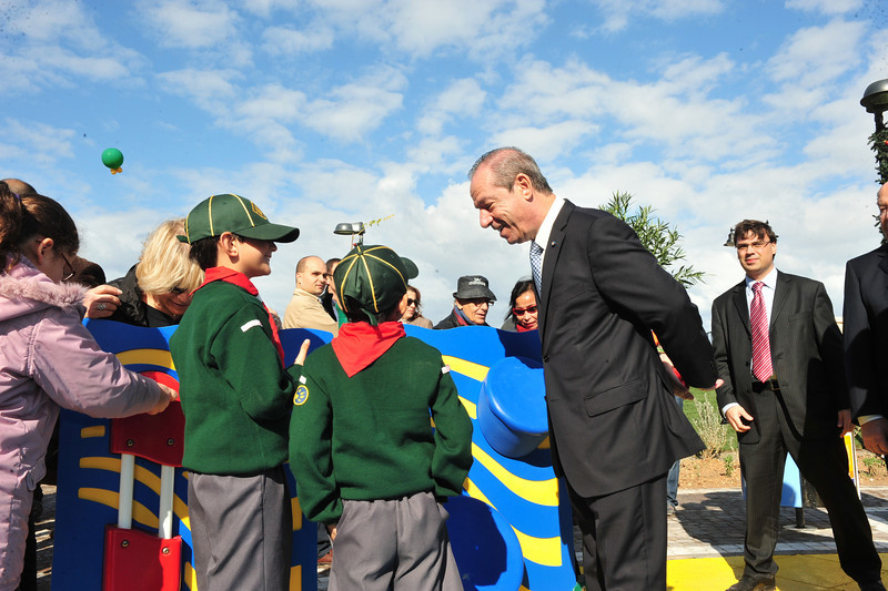 Sliema Cub Scouts Mateo and Josh have a chat with Prime Minister Lawrence Gonzi ;) - Photo: MRRA