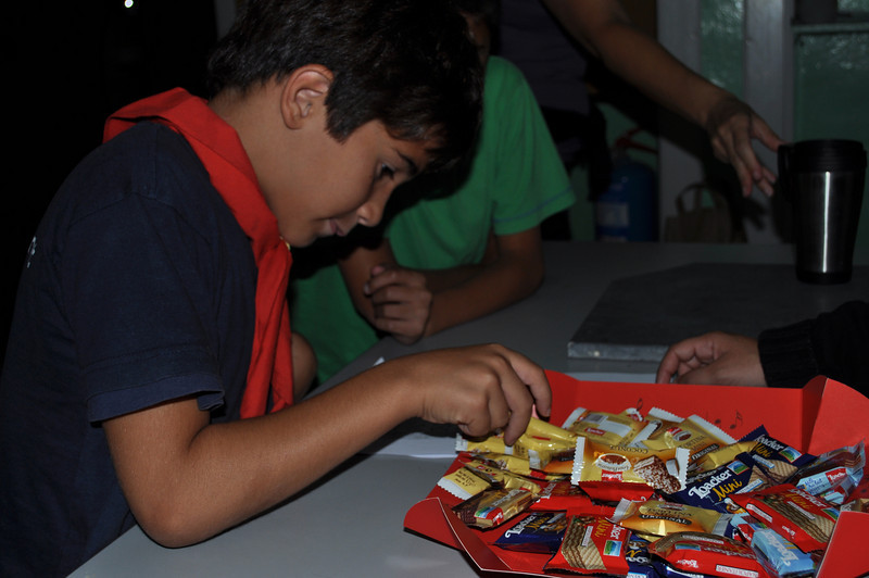 Jon choosing his sweets veryyyy carefully!