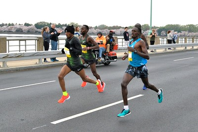 Elite Men on Kutz Bridge, 2019 Credit Union Cherry Blossom Ten Mile Run - photo by Team Mallet