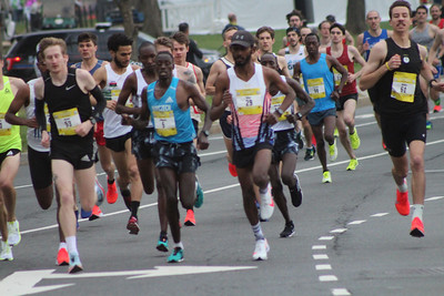 Elite Men, 2019 Credit Union Cherry Blossom Ten Mile Run - photo by George Banker