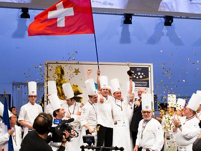 L'équipe Suisse célèbre sa victoire de meilleur traiteur du monde 2017